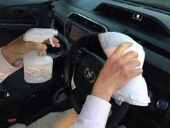 展示車の除菌で清潔、安全!安心してご覧ください。