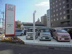 駅前でご来店にはとても便利です!電車でも車でもどちらでも楽々です!ご来店お待ちしてます!