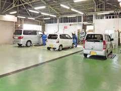 整備工場を有しておりますので、用品の取付けはもちろん修理や点検・車検等も、お任せください