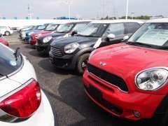 常時約150台の認定中古車がお客様をおまちしております。