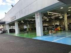 先進の設備を備えた県内最大級の11ピットで快適なカーライフをご提供いたします。