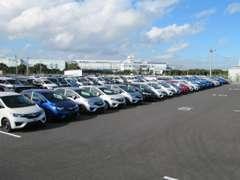 低年式・多走行のお買い得車も多数ご用意しております。