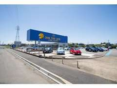 国道128号線沿い、長方形の青色の看板が目印です♪