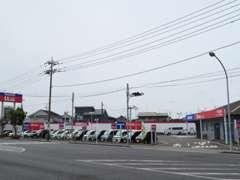 国道128号線(茂原バイパス)と128号線(旧道)との交差点付近にございます。最寄り駅はJR外房線「新茂原駅」になります。