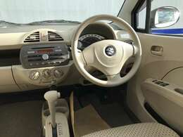 シンプルで使いやすい運転席回り!