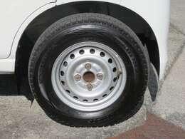 ☆純正のホイールが装備されています。タイヤの溝もたっぷり!