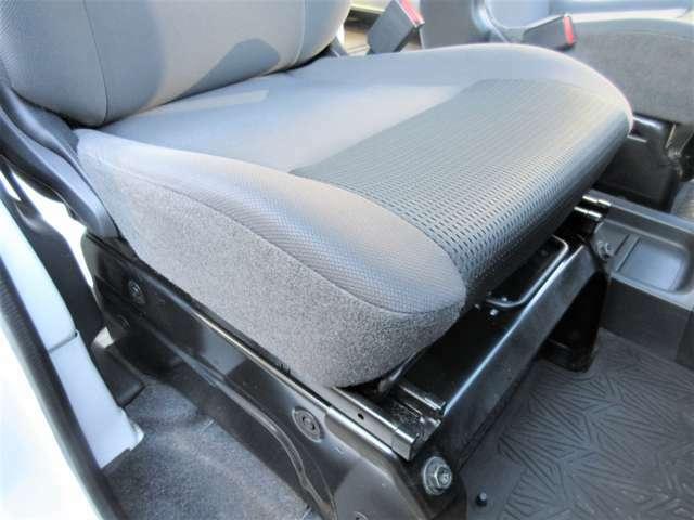 低走行22,119KMなので運転席座面のヘタリ・シミ・ほつれ・破れ等もなくキレイな状態です◎前ユーザー様の丁寧な扱いが伺えます!ダメージが出やすい座面もキレイな状態です♪