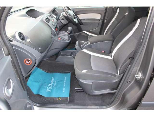 コーナーではしっかりと粘る欧州車の走り、運転していて楽しく同乗者は快適です。助手席のコンディションも良い状態を保っております。