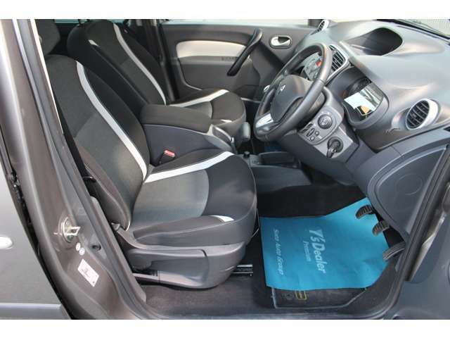 フロントシートはしっかりしていて、座り心地も良くホールド性もあります。なかなか出来の良いシート。さすが欧州車と頷けます。