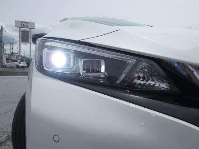 悪天候時や夜間でも明るい視界を確保してくれるLEDヘッドライトです!