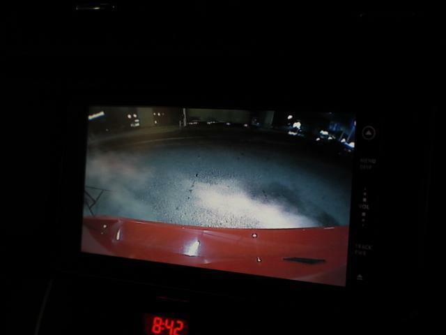 バックカメラ付きですので駐車に自信がない方でも安心して駐車することが可能です!後方視界オーケー!