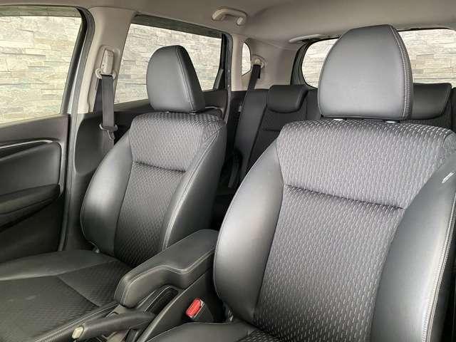 しっかりと体を支えてくれるのでとても座り心地の良く運転しやすいシートです。