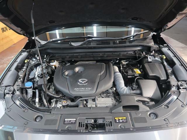 弊社では、ご納車までにお選びいただいたお車を専門のメカニックスタッフがしっかり整備!主要機関部分から消耗品に至るまで徹底的に点検整備!
