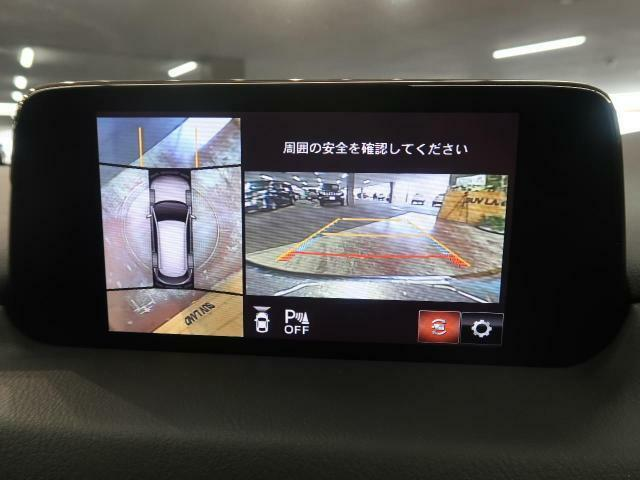 【全方位カメラ】上から見下ろしたような視点で車の周囲を確認することができます☆縦列駐車や幅寄せ等でも活躍すること間違いなし!!