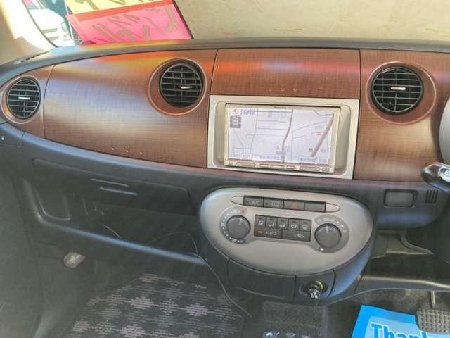 軽乗用車に関しては、喫煙歴があるかどうか当社基準にて厳しくチェックを行っております。『匂い・焦げ跡・ヤニ』などの項目をプロ目線で確認を行っており、非喫煙者の方にも快適にお乗り頂ける車を目指します。
