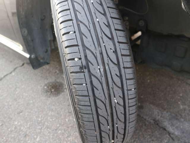 タイヤ残り溝十分あります