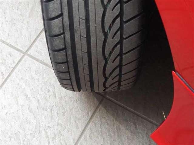 タイヤの残り溝になります。