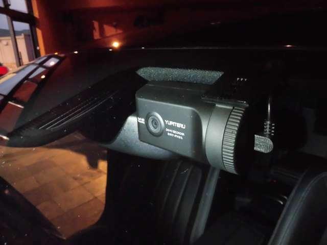 Bプラン画像:Bプランのトライブレコーダー取付:安全運転の意識向上と万一の場合の事故処理の迅速化に効果を発揮するドライブレコーダー。