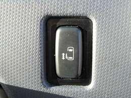 電動スライドドアの開閉スイッチです。