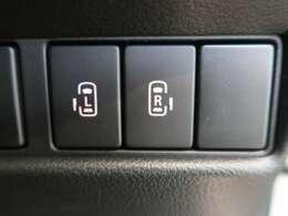両側電動スライドドア 『小さなお子様でもボタン一つで楽々乗り降り出来ます♪駐車場で両手に荷物を抱えている時でもボタンを押せば自動で開いてくれますので、ご家族でのお買い物にもとっても便利な人気装備☆』
