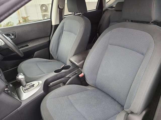 助手席のシートも綺麗で清潔な状態です♪シートも肉厚で体を包み込んでくれて足元も広々しております♪前方のダッシュボードにも傷等ございません♪