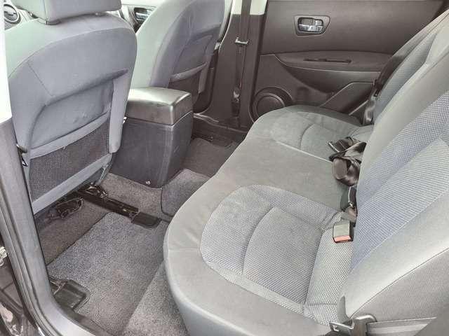 後部座席も綺麗な状態です♪足元広々としておりますので快適にお乗り頂けます♪