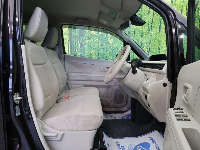 大人二人が乗ってもフロント席は広々空間です♪