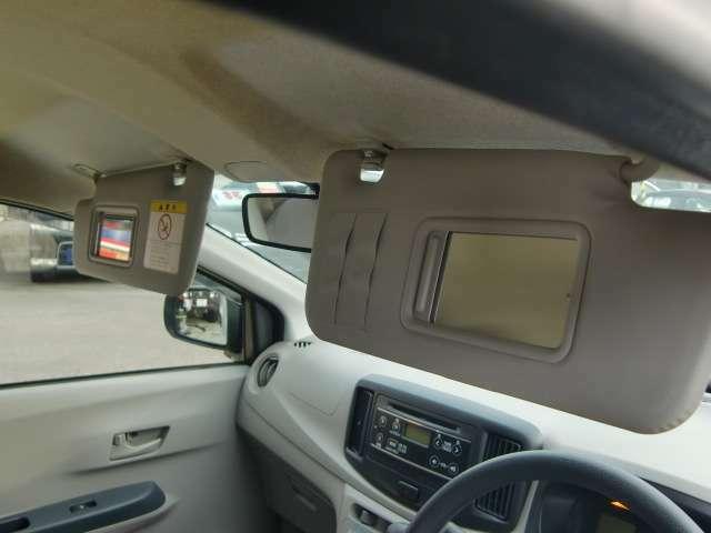 バニティーミラーは、運転席・助手席両側にあり、便利です。