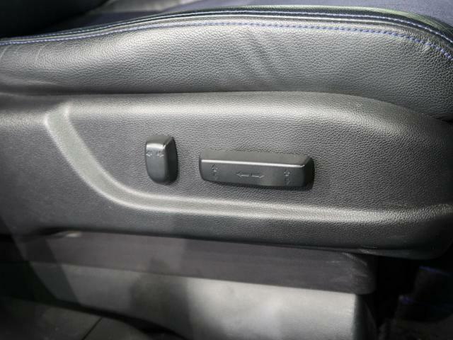【パワーシート】電動でシートの位置を動かすことができ、細かな調整もできますのでご自身に合ったポジションで運転することができます♪