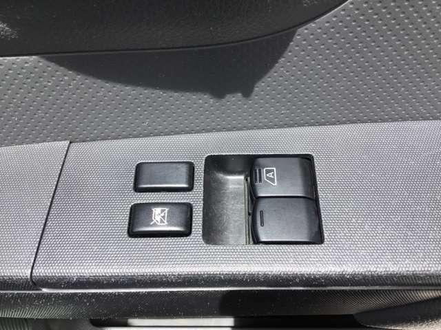 グレードがVEですので、電格ミラーとなっておりますので、調整と開閉がボタンで行えます!!