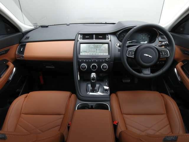エクステリア「サントリーニ・ブラック」にインテリアは「シエナタン」の上品なカラーコンビネーション。