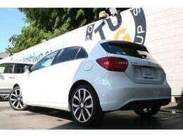 メルセデス・ベンツのスポーツコンパクトカー「Aクラス」 A180 入庫です!外装色は人気のカルサイトホワイトを配色!