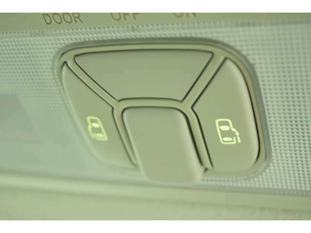 両側パワースライドドア装備★運転席から操作できるのでお子様がいても安心です!