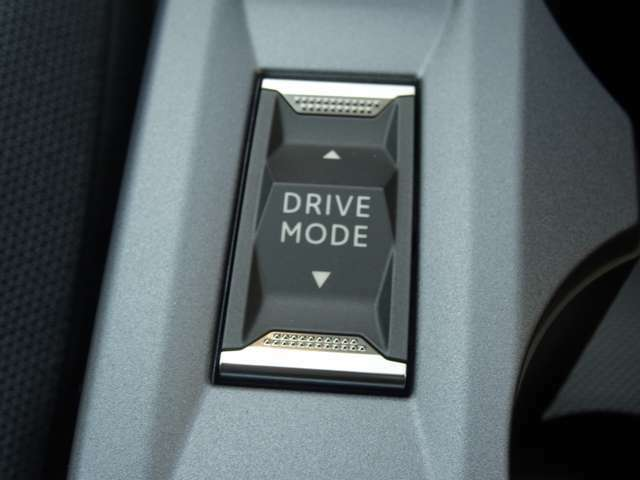 ドライブモードの変更ができます。エコモードでは、アクセルオフ時にクラッチを切るフリーホイール制御を備え、優れた燃費をもたらします。【プジョー大府:0562-44-0381】