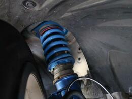 ●クスコ製車庫調。車高の調整も可能です。