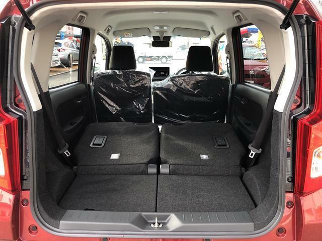 リヤシートを折り畳めば荷物もたっぷり積めます♪