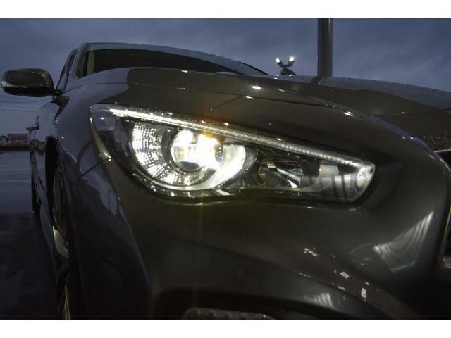 夜間や悪天候時の際も明るい視界を確保することが出来るLEDヘッドライト!