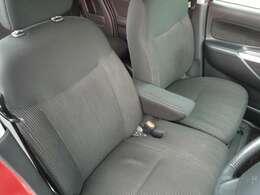 ベンチシートで運転席もゆったり!長距離運転でも疲れを感じさせません