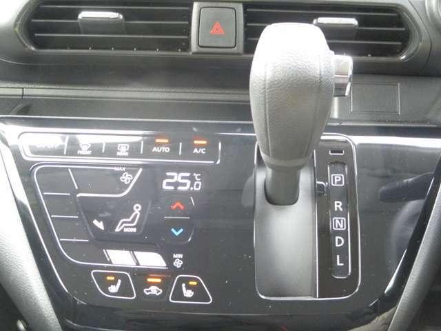 タッチパネル式のフルオートエアコン!軽く触れるだけで使えるので便利です!