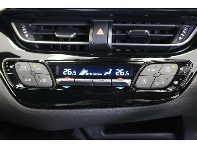 オートエアコン付き、外気温や室温、日射量を感知し、吹き出し温度、風量を制御し、快適な空調を実現します。