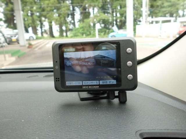 今や必需品のドライブレコーダー付き!万一の時にも安心ですね。
