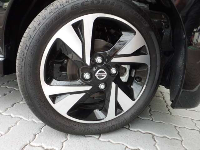 タイヤの溝もまだまだ残っています!雨の日に滑りったりするのを防ぐなど、タイヤの溝には重要な役割があります!