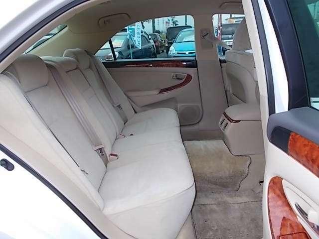 リアシートは足元も広くゆったり乗ることができます☆ロングドライブもラクラク♪♪お問い合わせはお気軽に0120-03-1190.sankyo8585@net.email.ne.jp☆