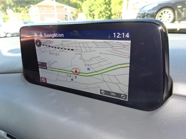 マツダ純正SDナビゲーションの【マツダコネクト】を装備しています。従来の道をナビゲートする機能以外にもブルートゥース機能やポータブルオーディオ等の多彩なメディアを楽しむ事が可能です。
