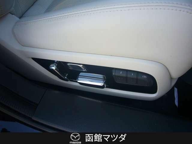 運転席・助手席共にパワーシートになっており細かな調整が可能。
