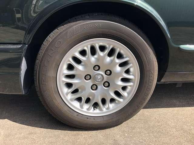 ピット完備、リフトも完備いたしております。車検整備・修理もお任せください。