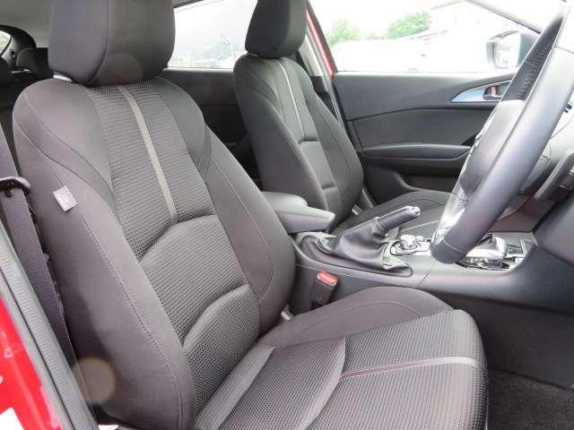 長時間の運転でも疲れにくい設計のシートデザインとなっております
