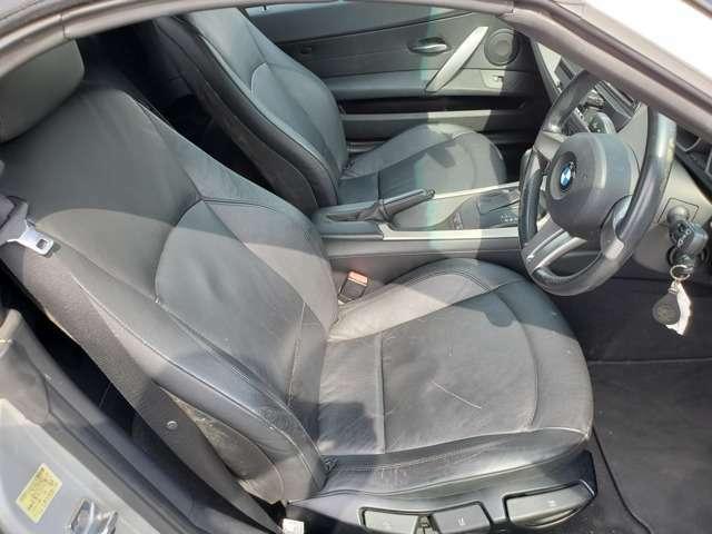 黒革シート等で高級感あります!シンプルかつ上質。シートヒーターやパワーシート、ドアの剛性感も素敵です!