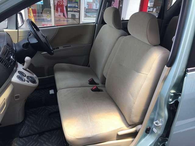 助手席側シートの状態です。