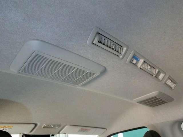 広い室内も、天井にエアコン装備で、快適に過ごせます。